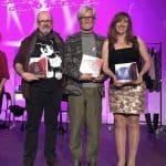 De izquierda a derecha José Pablo Gallego, Cesar Corrales y Mª Del Carmen Serrano mostrando los premios recibidos en este Certamen